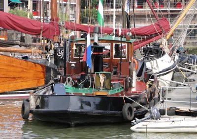 Luik van een sleepboot